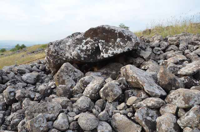 8. The covering stone of Cell 3a, looking northwest.